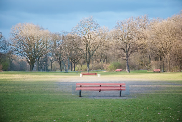4 red benches - Hasenheide - Photo Didier Laget